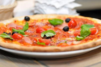 pizza_dinner_italy-740017.jpg