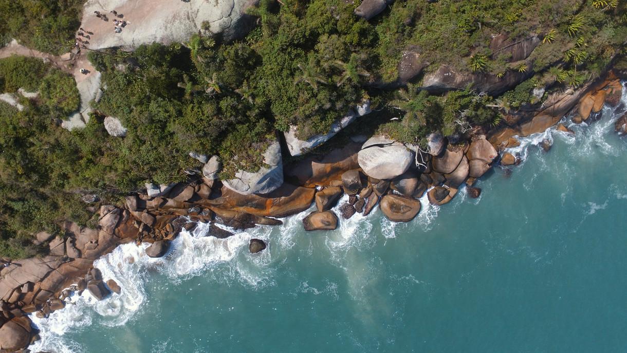Vista aerea de piscinas naturales en Florianopolis