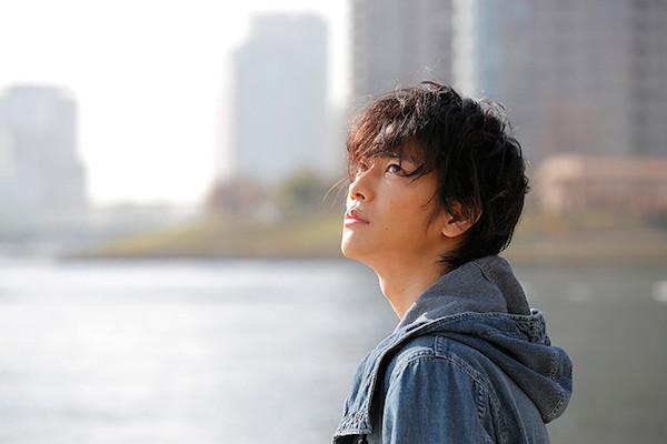 Sato Takeru como Aki.