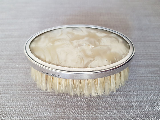 Chester 1927 Clothes Brush