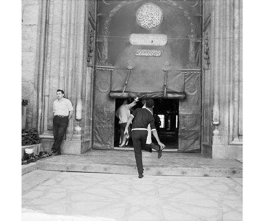 Sultanahmet Camii'ne girerken