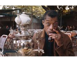 James Baldwin çayını yudumlarken.