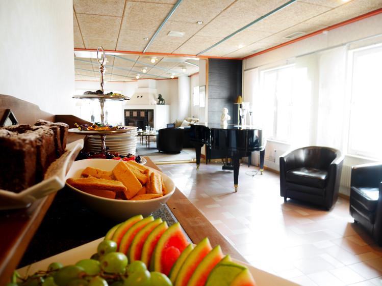 Fireplace/Coffee Lounge