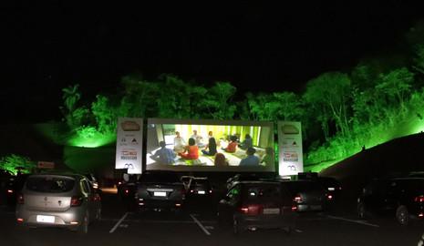 Mega Cine Drive-in anuncia nova programação e preços por pessoa