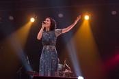 Laura Catarina emociona público com toda a poesia e amor do cantor e compositor Vander Lee no show &