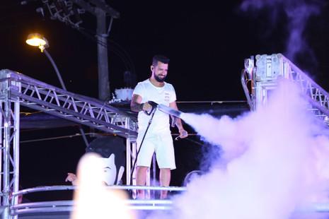 Festa à fantasia e baile funk agitam penúltima noite do Abaeté Folia