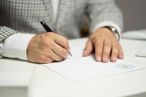 Atestado médico: quais as consequências por apresentar um documento falso ao empregador?