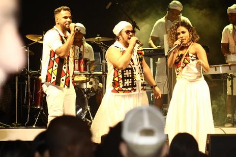 Baianas Ozadas apresenta novos cantores e lança single em streaming