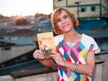 """Carline lança o livro """"NA FRONTEIRA"""" em evento on-line"""