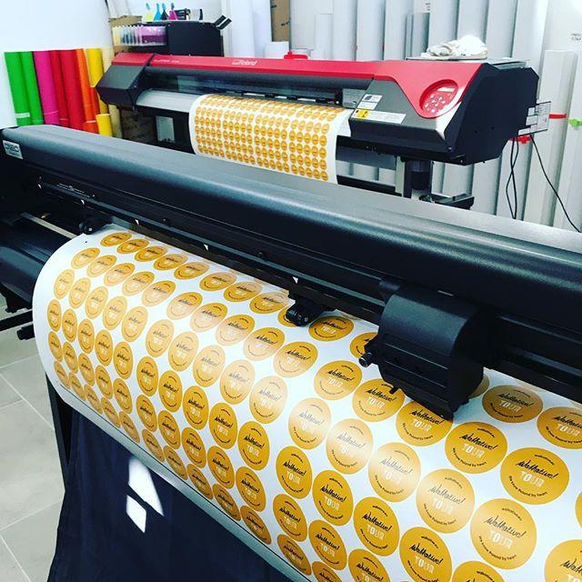 #drukarnia #druk #cięcie #naklejki