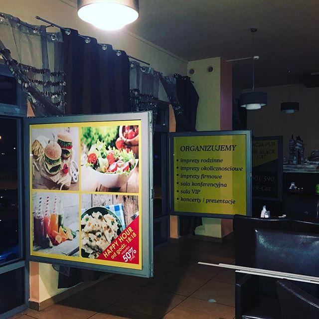 Dla restauracji Black Cat w Myszkowie okleiliśmy dziś okna folia OWV zapraszamy do składania zamówie
