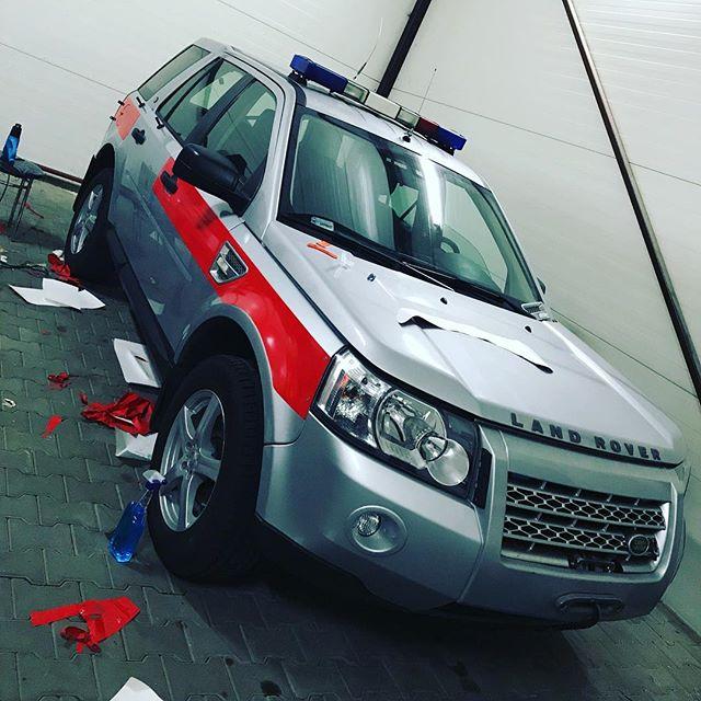 #landrover #oklejaniepojazdów #straż #wtrakciepracy #carwrap #wrap #zmianakoloruauta #strazpozarna #