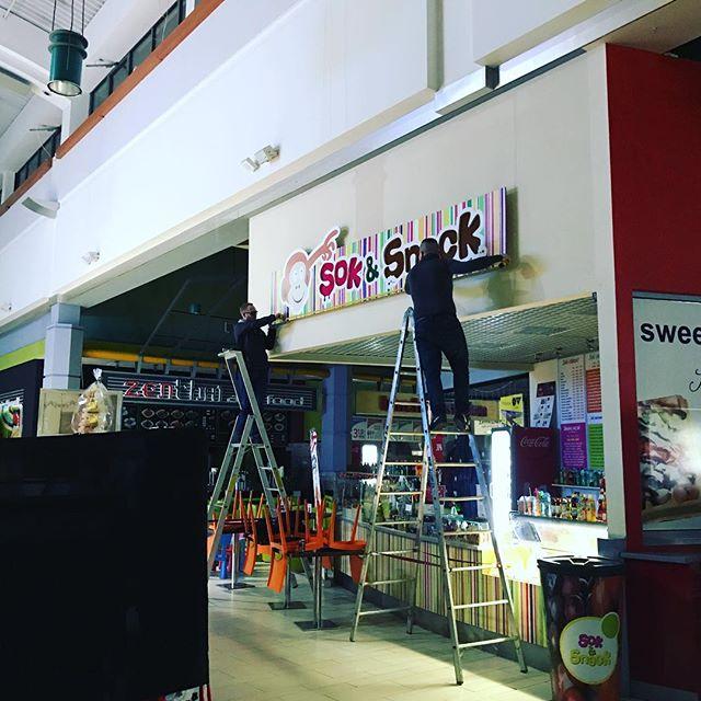 Nie śpimy - pracujemy _) Lubimy zlecenia dla Klientów w galeriach handlowych, po zamknięciu panuje t