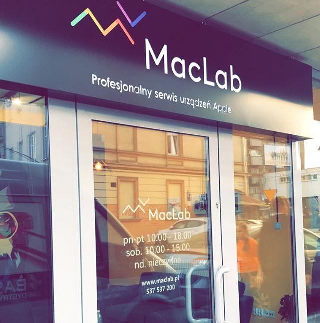 Dla najlepszego Serwisu _maclab_krakow  #apple w #kraków wykonaliśmy #naklejki z godzinami otwarcia
