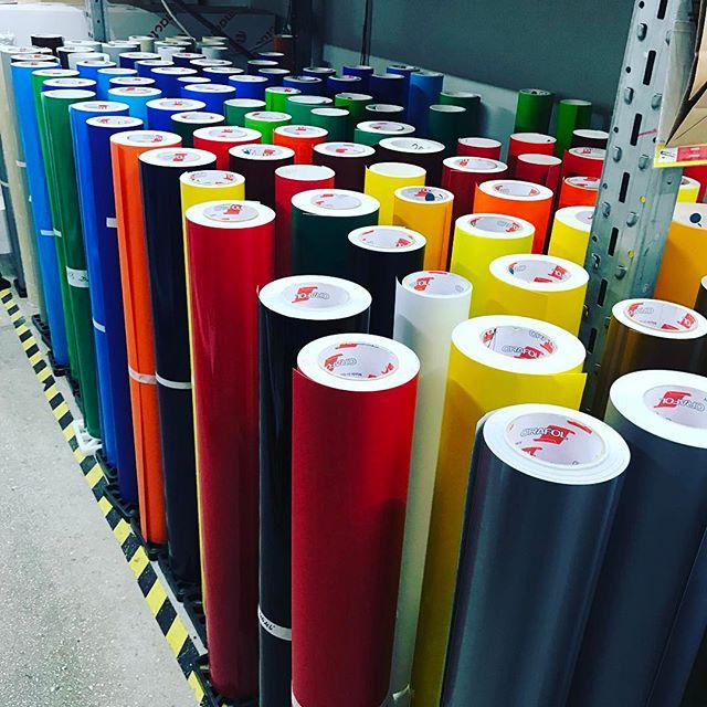 Znajdź swój ulubiony kolor _) #folia #foliereklamowe #reklama #oklejanie #oklejaniesamochodow #wrap