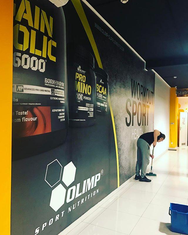 Wielkie foto-tapety dla Olimp _) po robocie trzeba posprzątać _) jutro finał - 70 mk2 fototapety _))