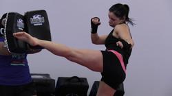 kickboxing_round_house_kick_emilie