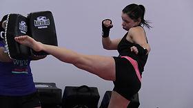 kickboxing_round_house_kick_emilie.JPG