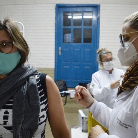 Pessoas com 30 anos ou mais poderão se vacinar contra a Covid-19 nesta quarta