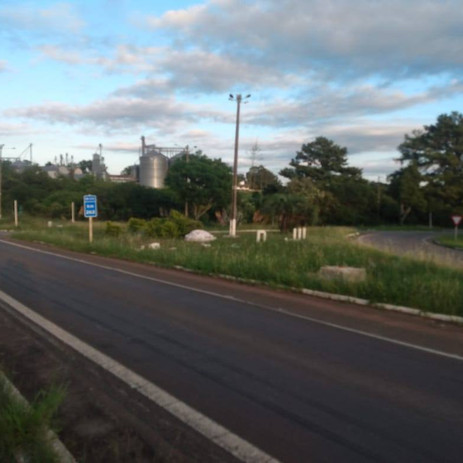 Descaso e vandalismo marcam trevo de entrada de Cachoeira do Sul