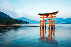 Miyajima tori shutterstock_622629674 LD.