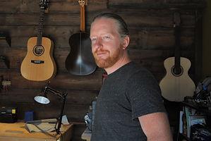luthier à Montréal, réparation de guitare, fabrication de guitare, cours de lutherie, ajustement