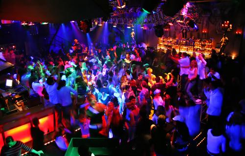 dj-dj blar-bretagne-ille et vilaine-Foule-nightclub
