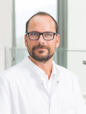 Dr. Lukas Oberzaucher