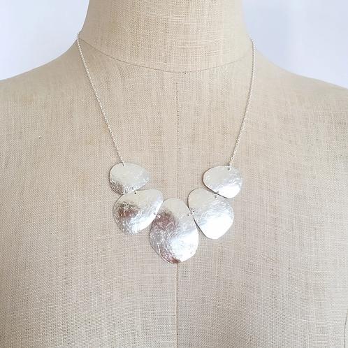 pebble fan necklace