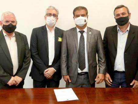 Vice-prefeito e presidente da Câmara buscam recursos para São Gabriel