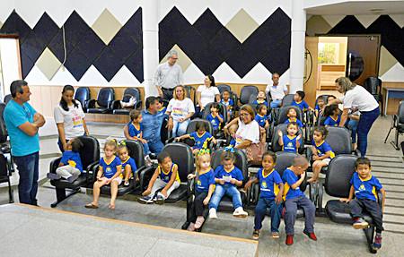 Alunos do CMEI Criança Feliz visitam a Câmara de São Gabriel do Oeste