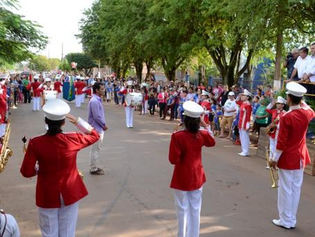 Desfile Cívico em comemoração aos 39 anos de São Gabriel reúne entidades, escolas e população