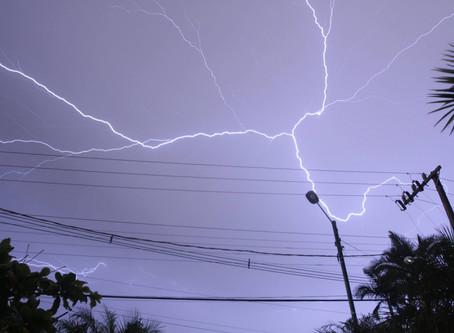 Chuva vem com raio e alerta é para descargas elétricas em MS