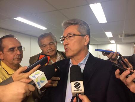 Governo anuncia reajuste zero e manutenção de abono por 12 meses