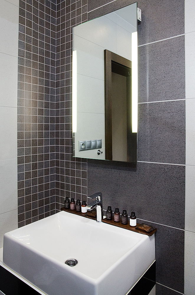Small-bathroom-mirror