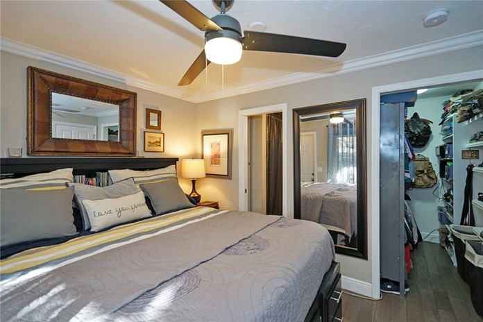 Large Bedroom with Walk-in Closet