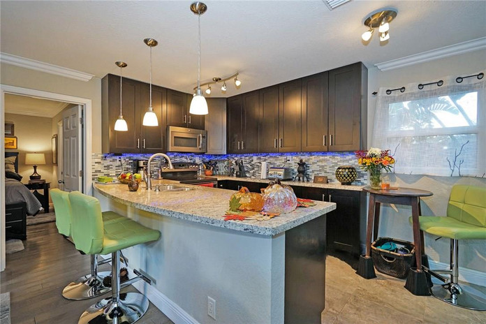 Spectacular Kitchen with Modern Appliances and Features