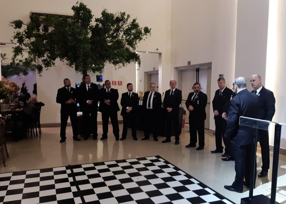 Os Veneráveis Mestres do GOISP recebendo os cumprimentos do Grande Secretário de Eventos, Fausto Rosa, e do Sereníssimo Grão-Mestre, José Ronaldo Gonçalves (Foto: DMC)