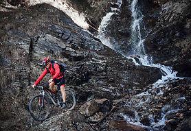 Descenso en bicicleta de montaña