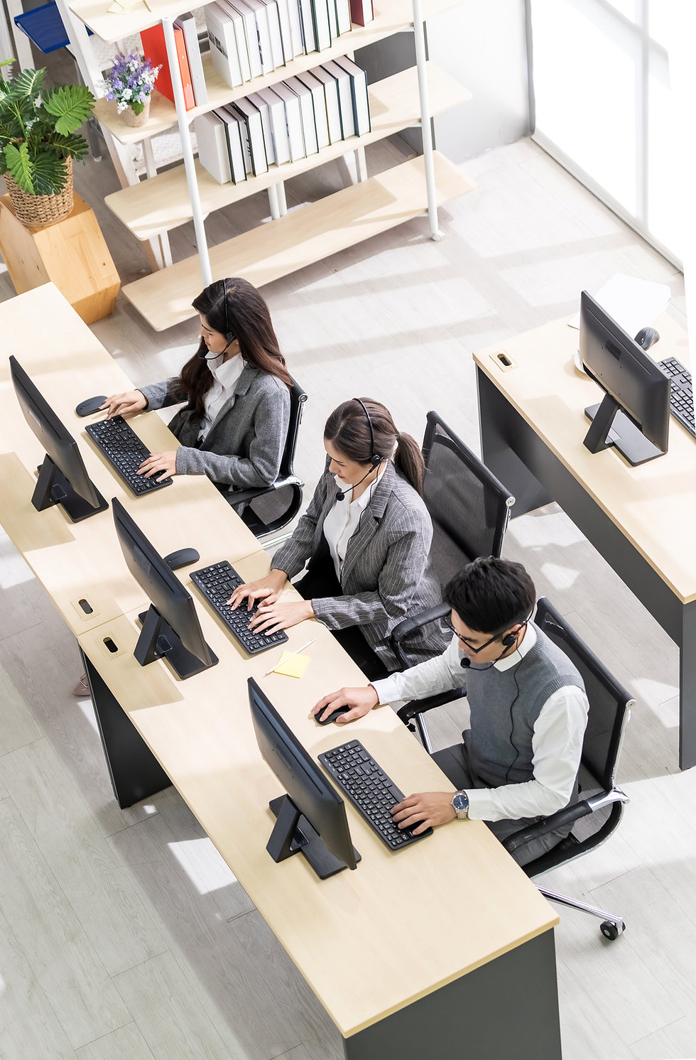 people-working-call-center.jpg