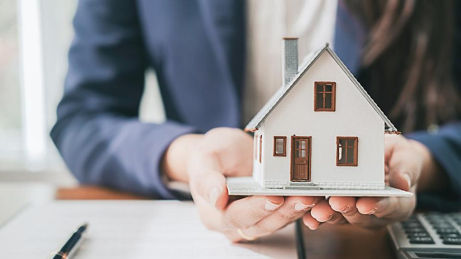 real-estate-broker-residential-house-car