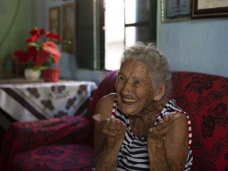 No grupo prioritário, idosa de 108 anos abre mão da vacina: 'prefiro deixar para quem pode viver mai