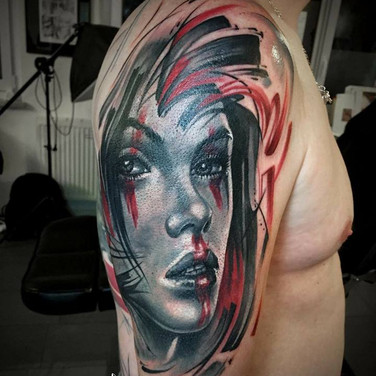 rotes-frauen-portrait-tattoowierung.jpg