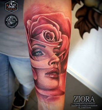 rosen-portrait-frau-tattoowierung.jpg