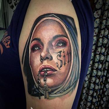 gangster-nonne-tattoowierung.jpg