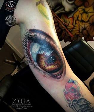 augen-closeup-tattoowierung.jpg
