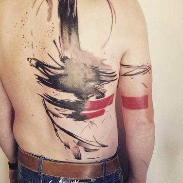 abstraktes-ruecken-tattoo.jpg