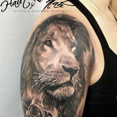 realistic-lion-tattoo.jpg