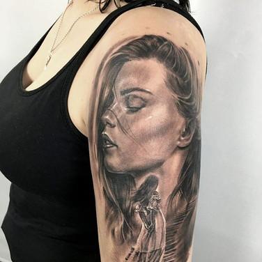 frauen-portrait-tattoo.jpg