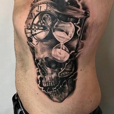 zeit-schaedel-tattoo.jpg